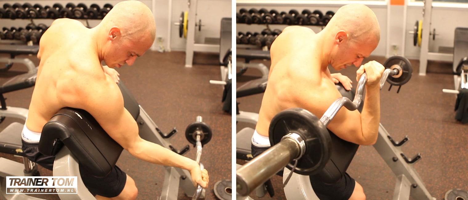 Biceps curl met EZ bar